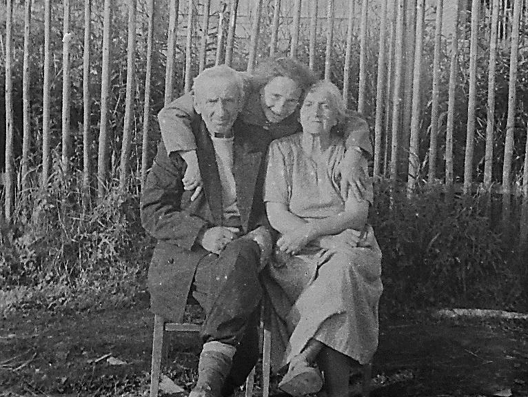 Иван Петрович и Клавдия Петровна с племянницей на ст Гряды